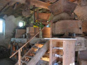 Intérieur de la minoterie en 2003 avant sa restauration.